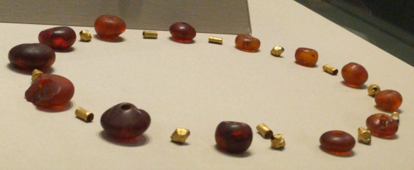 amber-gold-beads-musem-of-archaeoloy-ireland-taken-8-20-16-by-ff