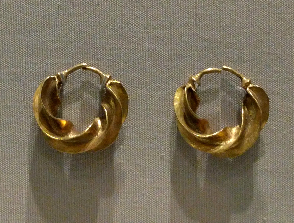 gold-earings-musem-of-archaeoloy-ireland-taken-8-20-16-by-ff